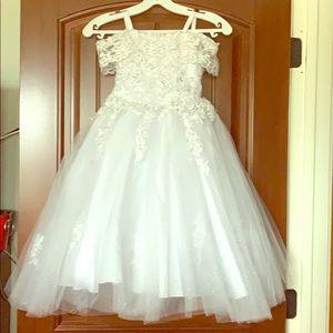 White flower girl dress size 4